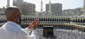 supplicating-pilgrim-at-masjid-al-haram-mecca-saudi-arabia-2F07-1D1C-74CE